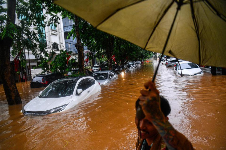 Penjelasan dan Tips Klaim Asuransi Mobil Akibat Banjir