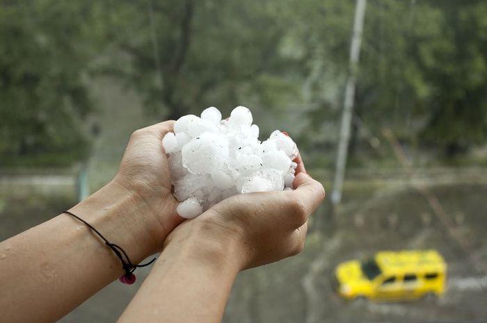 Kendaraan Jadi Korban Hujan Es, Bisa Diklaim Asuransi Nggak?